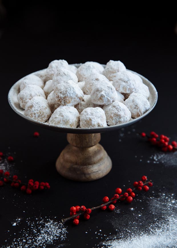Buttery & nutty Greek Christmas cookies (kourampiedes)