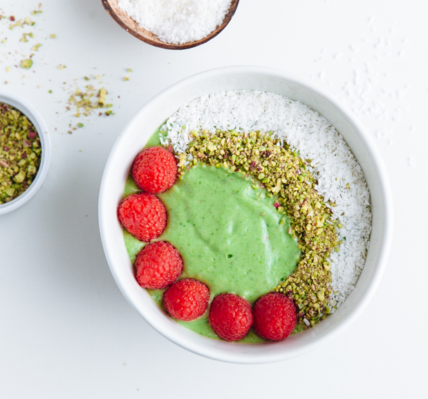 Spinach, avocado & maple smoothie bowl