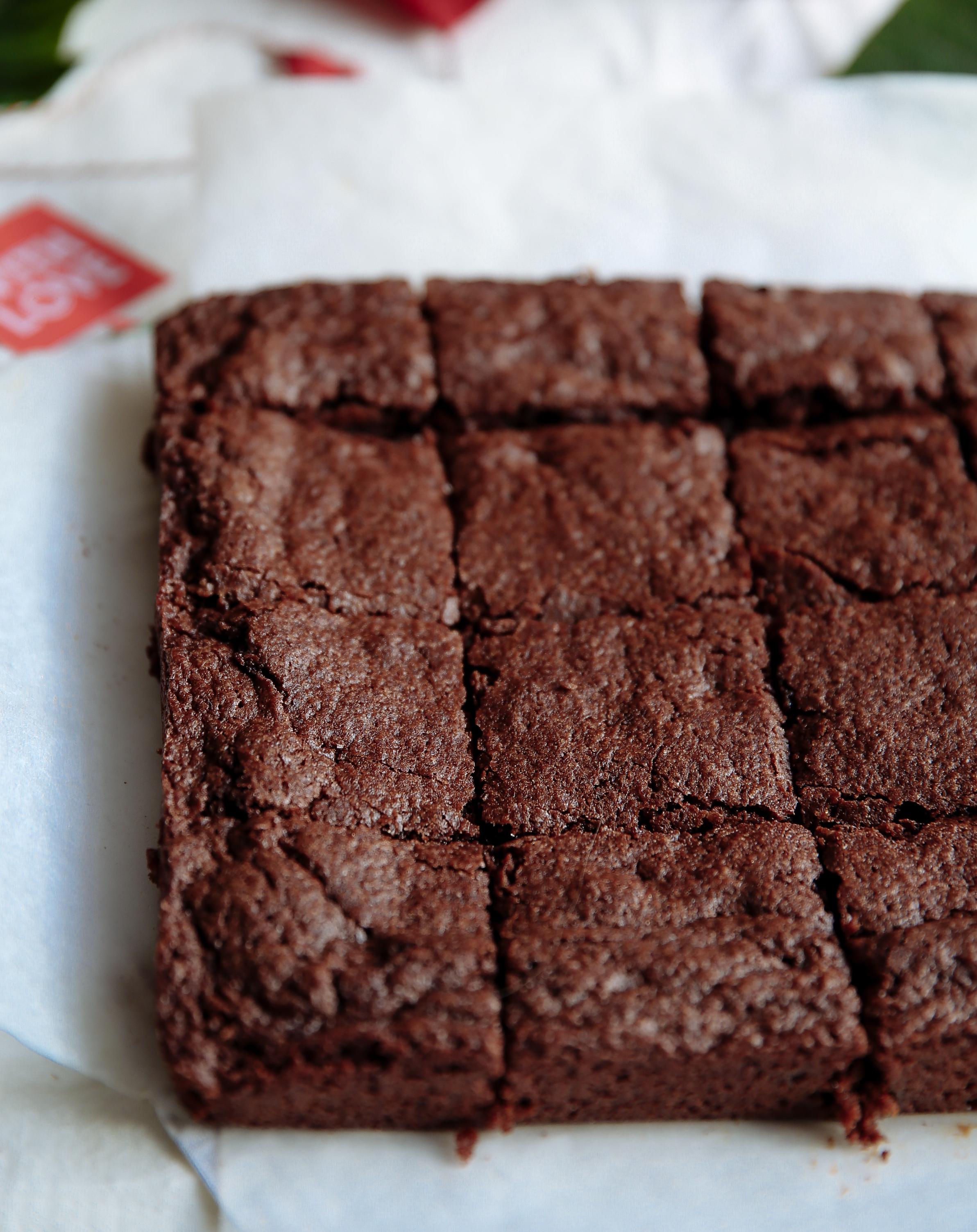 caramel-cinnamon-dark-chocolate-brownies