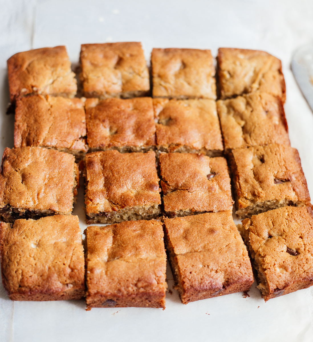Halva & dark chocolate blondies