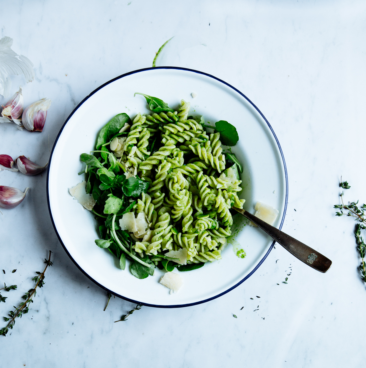 Green pasta salad with parsley & thyme vinaigrette