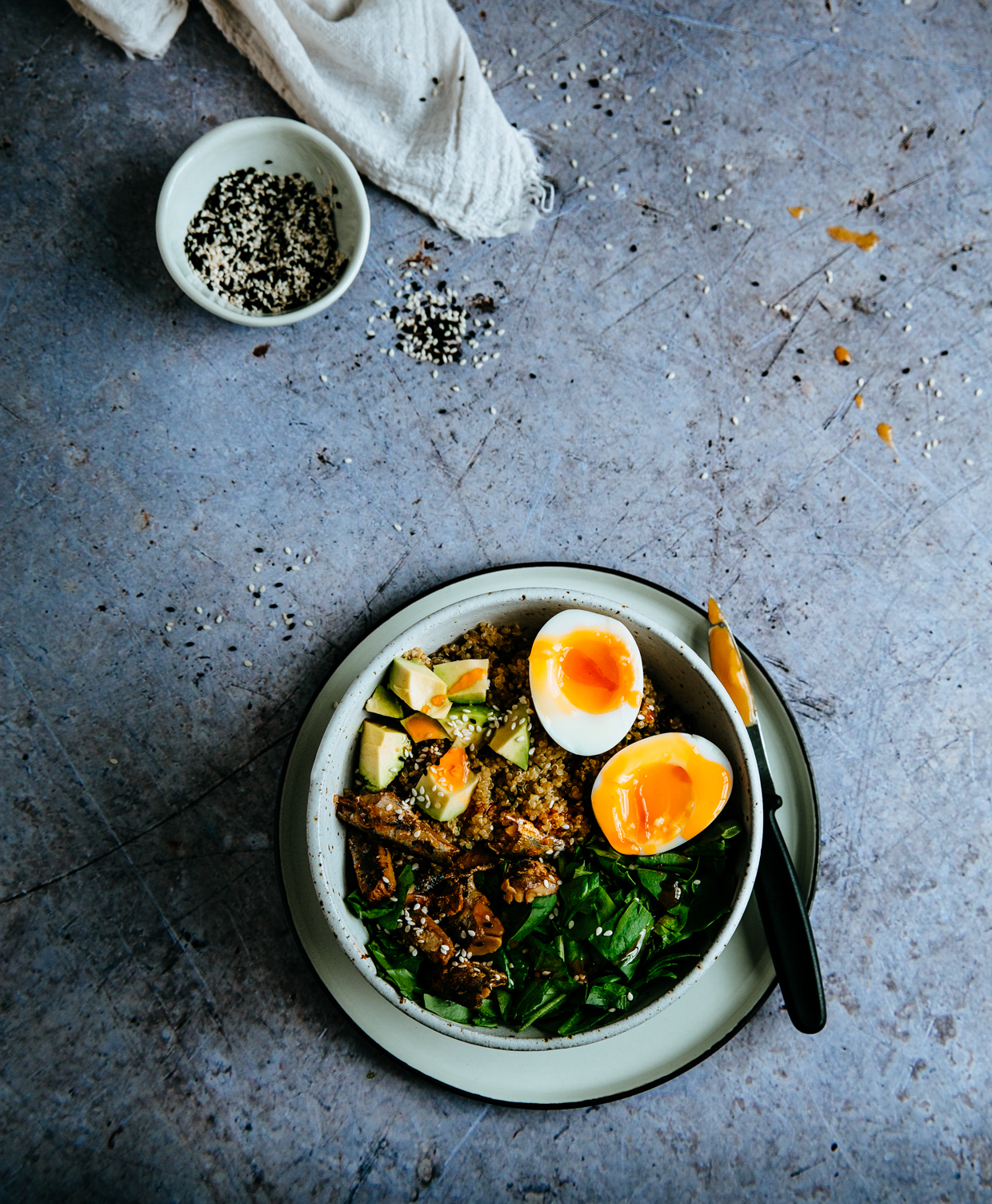 Sardine, avocado & spinach quinoa bowl