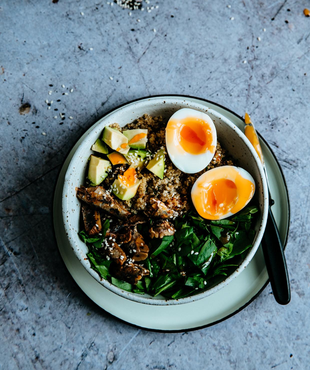 Sardine, avocado & spinach quinoa bowl